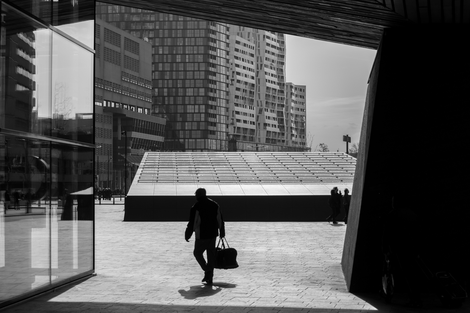 Include people in cityscape photography photographs