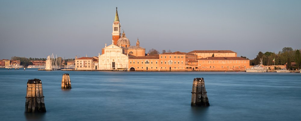 RAWSTER Photo Gear - Smooth water in Venice with a 10 stops ND filter
